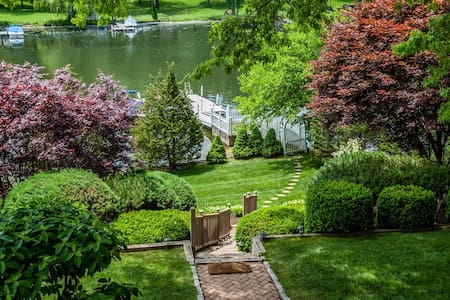 Candlewood Lakefront Summer Paradise! - Brookfield - Huis