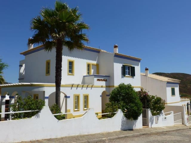 Sunny Holiday Villa with stunning views - Carrapateira - Dom