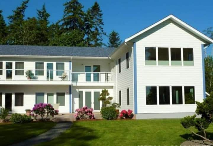 Qualicum Beach Harmony Suite By The Sea