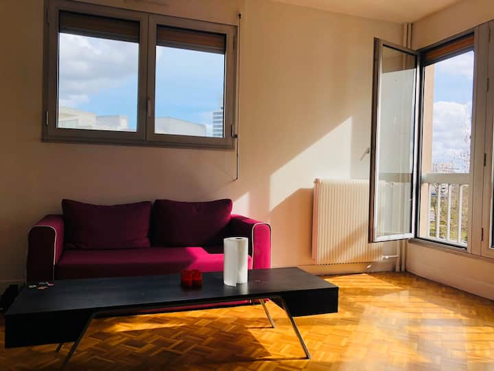 Studio agréable à 35 min de paris ( face ESSEC )