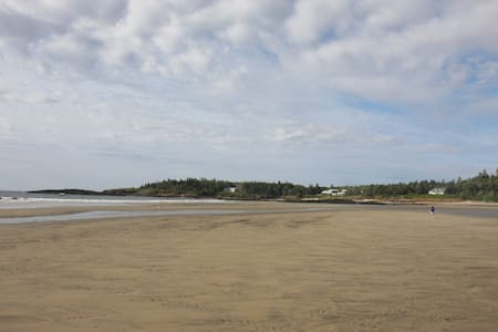 Summer house on beach (house pictured far right) - Phippsburg - Casa