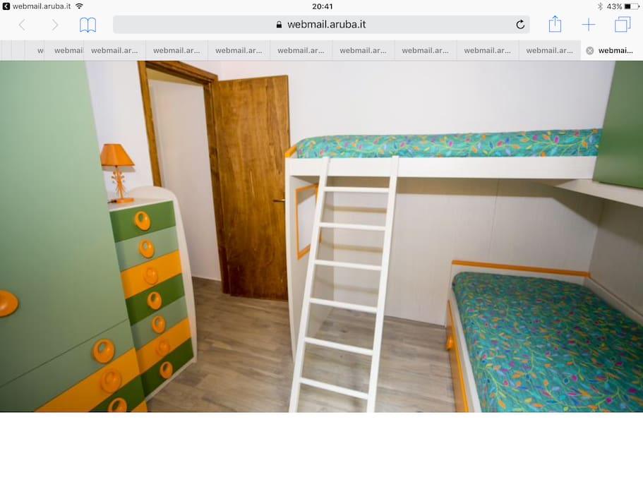 Cameretta letto a castello con possibilità di terzo letto estraibile