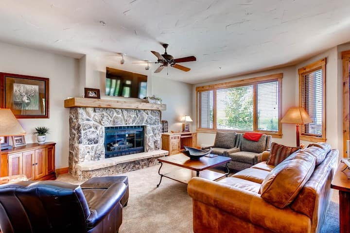 Ski-in/ski-out condo w/ views, fireplace, laundry & slopeside hot tub/pool!