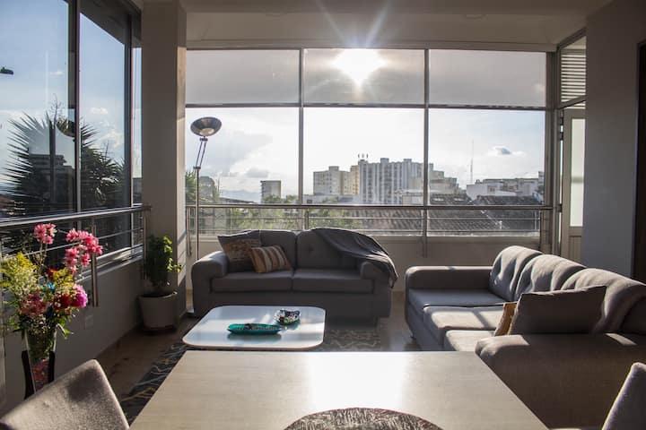 SU apartamento familiar / Muy Central / Hermoso
