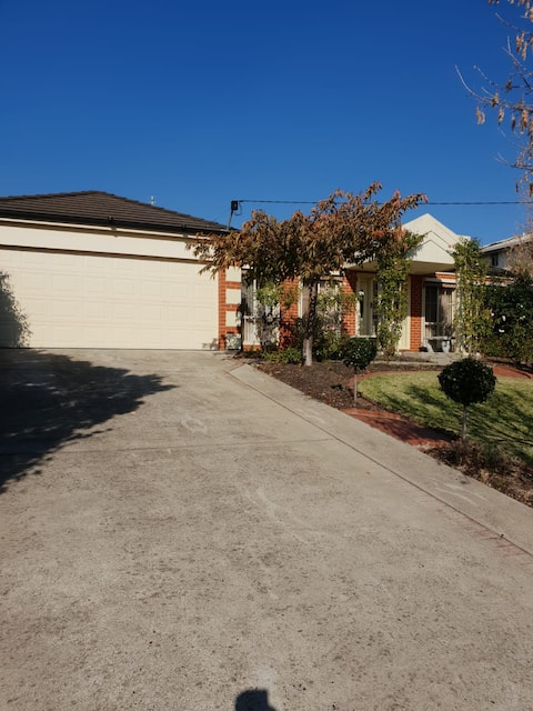 Lovely Home in Traralgon, accomodate up to 5 =)