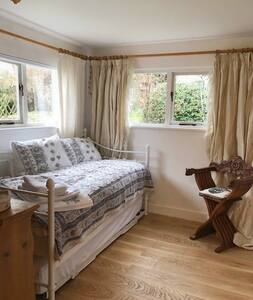 Unique Tranquil Private Studio in Lovely Village