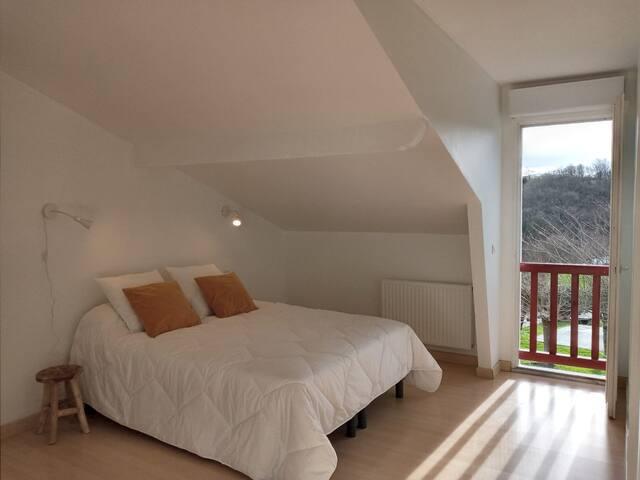Chambre 1 lit 160 cm