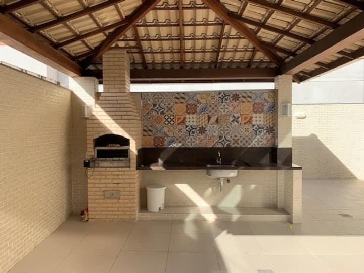 Apartamento com área externa e churrasqueira