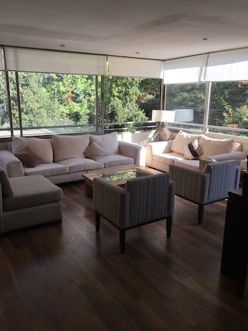 PEGADO MALL PARQUE ARAUCO DPTO  FULL PISCINA - Vitacura - Apartment