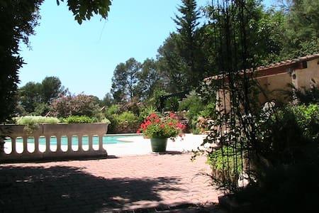 Gîte dans la Chesnaie - Trans-en-Provence