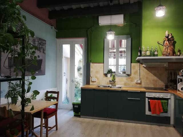 COZY TYPICAL CATALAN TOWN HOUSE NEAR BARCELONA