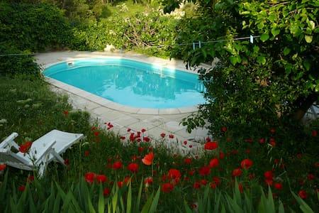 Villa au calme dans les collines de Pagnol - Marsella - Casa