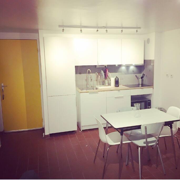 Cuisine aménagée et espace Repas