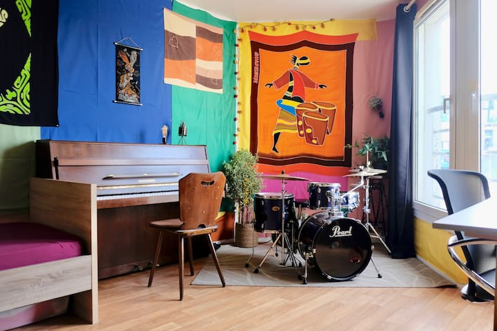 A musician's multicolor studio, nice view on parc