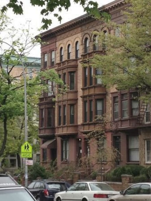 The house is located on the grand Clinton Avenue, in the historic landmarked section of Clinton Hill, just off the border with Fort Greene.