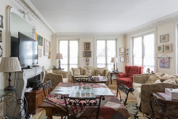 4 Bedroom Apt. in Downtown Paris