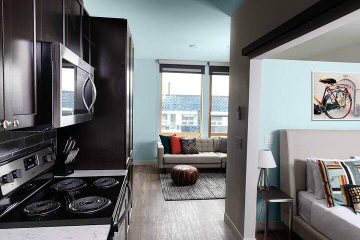 Domicile Suites at Cove - 1BD 4