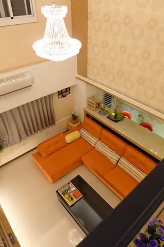 樓上玄關看往客廳
