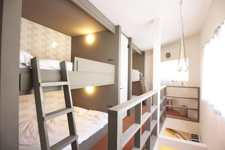 NEW! 4-min USJ★ 2 STORY HOUSE★ 4 double beds&WI-FI - Konohana-ku, Ōsaka-shi