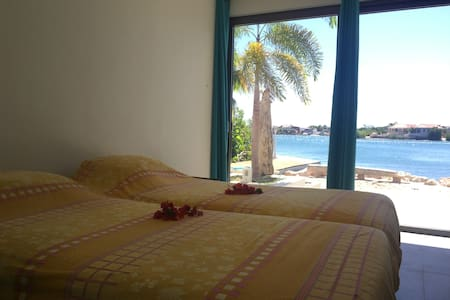Waterfront apartment with private beach - Willemstad - Apartamento