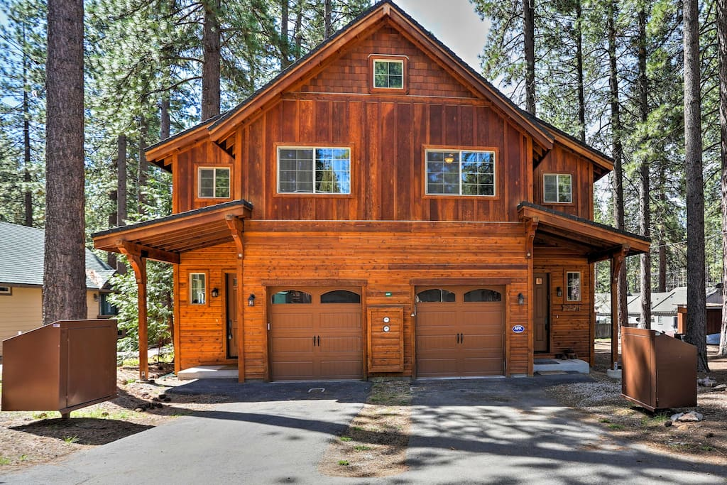 This 2,000-square-foot home-away-from-home is perfect for up to 8 guests.