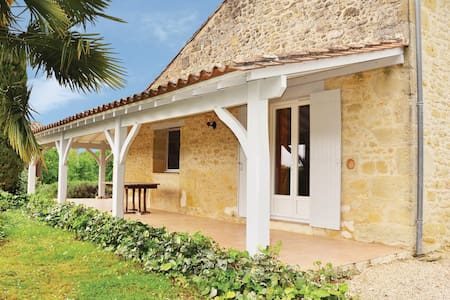 Holiday cottage with 4 bedrooms on 250m² in St. Vivien de Monsegur