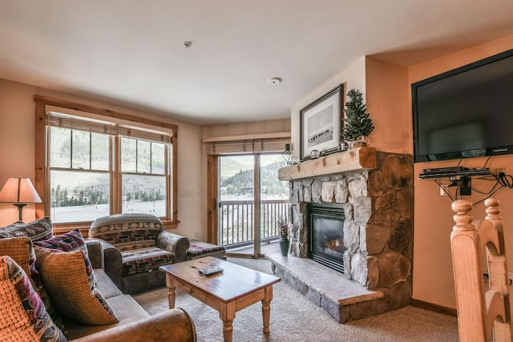 Buffalo Lodge 8381- Private grill, Walk to slopes, Gas Fireplace, Hot tub