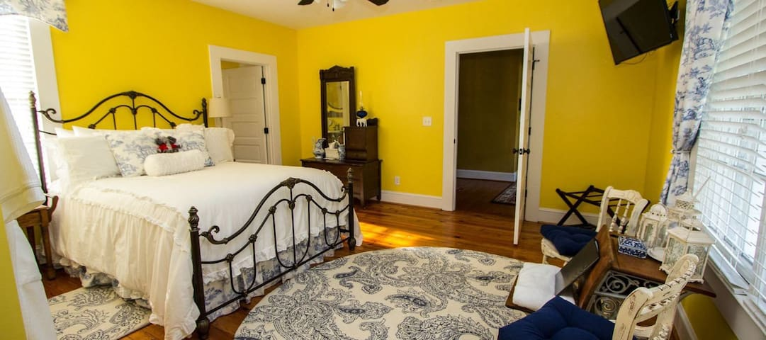 Bama Bed and Breakfast Campus - Capstone Suite