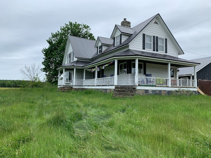 Maine Farm House - Charming and lots of space