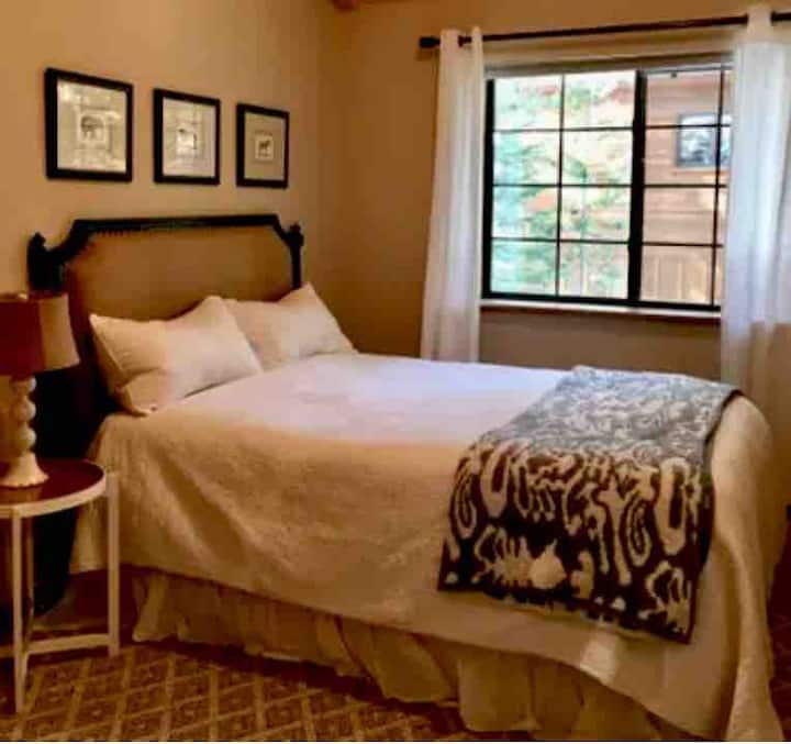Private Bed & Bath in Central Truckee