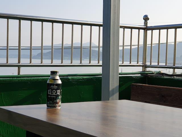 85평형 전층독채사용- 바다조망 바베큐/숙소내 노래방설치