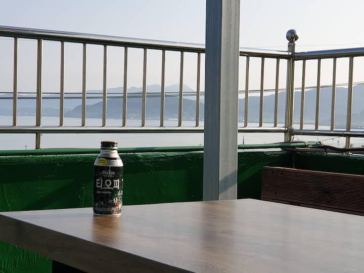 강화홀리데이 스테이 3층 전층독채사용- 바다조망 바베큐/숙소내 노래방설치
