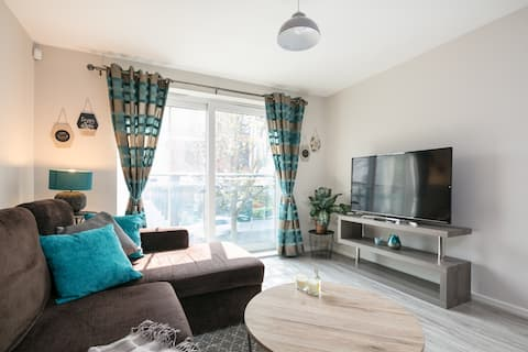 Lovely 2 bed flat - free parking