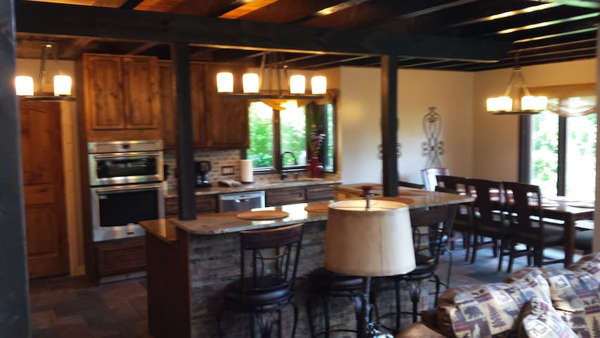 Come see fall at its be best 5bd offered as 3bd - Gatlinburg - Casa