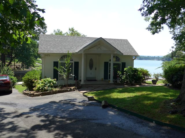 Beautiful cottage w/deck extending over the water
