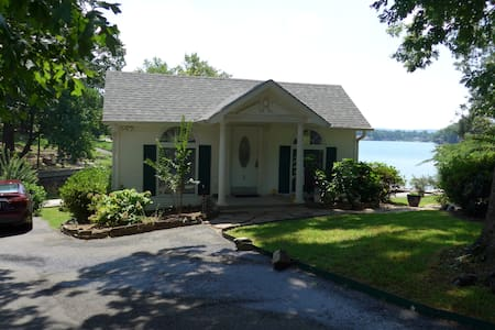 Beautiful cottage w/deck extending over the water - Hot Springs Township