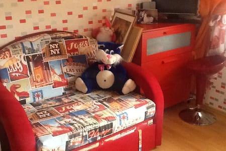 Уютная комната со всеми удобствами - Huis