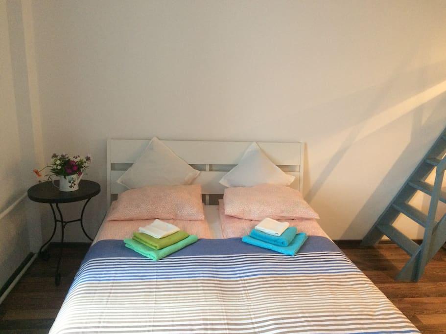 Для каждого гостя предлагается комплект из трёх полотенец.