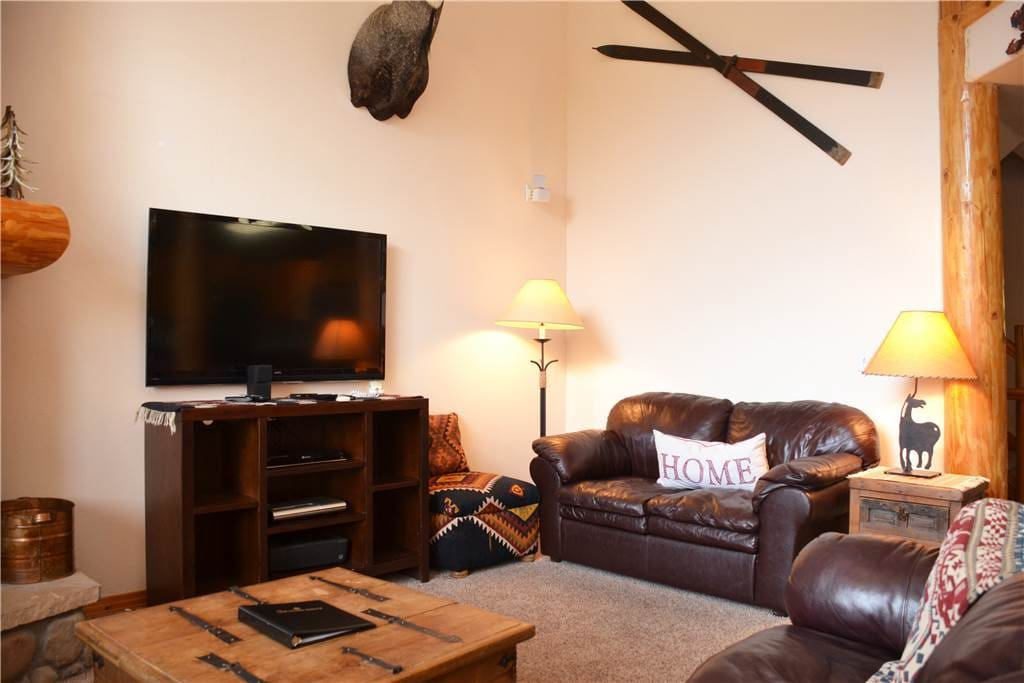 Couch,Furniture,Lamp,Indoors,Living Room