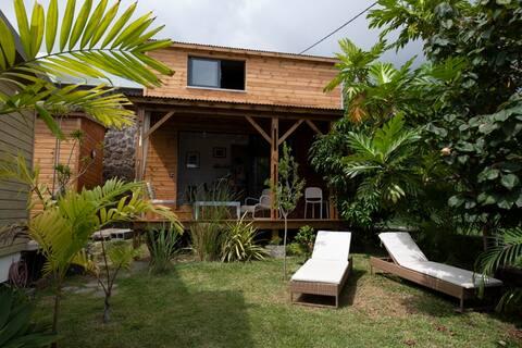 Huis, rustig, uitzicht op zee en een gedeeld zwembad.