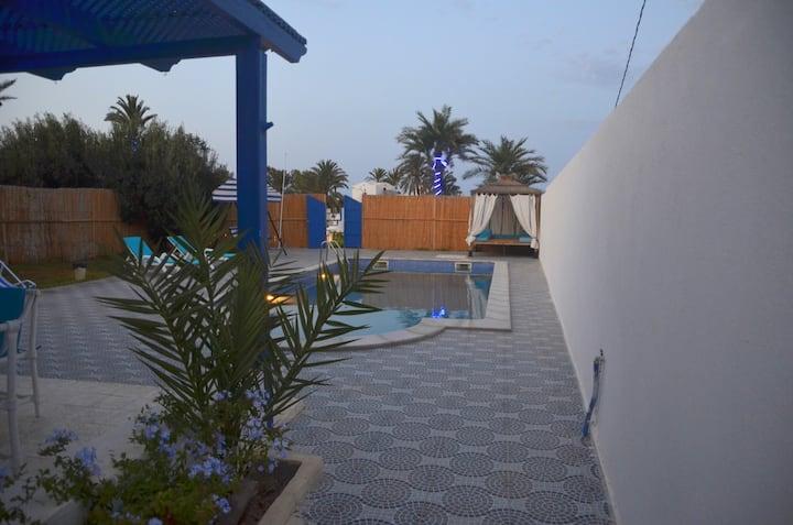 villa avec piscine privative, accès plage à pied