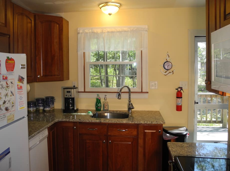 Fully equipped eat-in kitchen includes lobster pot!