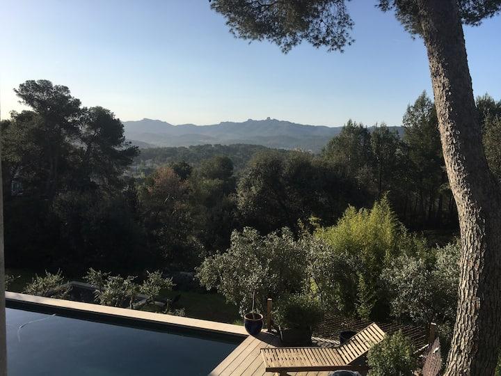 Villa provençale avec piscine et vue imprenable