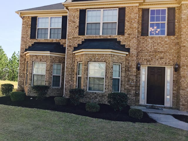 5 Bedroom house minutes to downtown Augusta