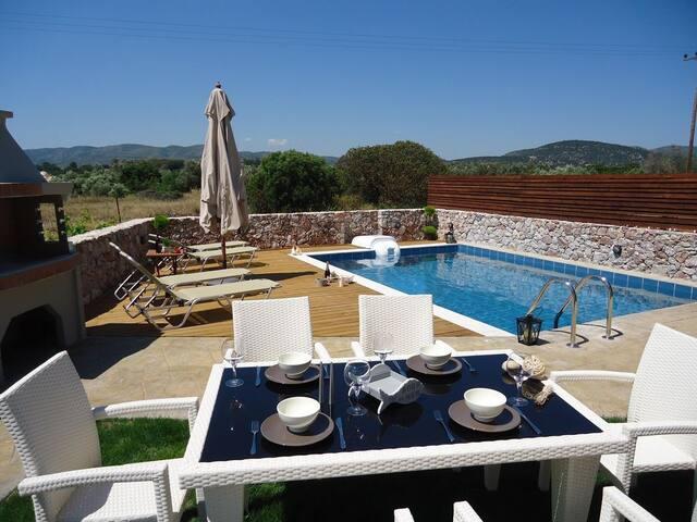 Private pool Villa, 2 min drive to HARAKI BEACH