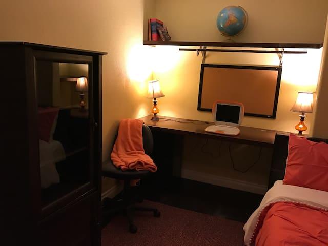 Luxury Home! Business/ getaway..