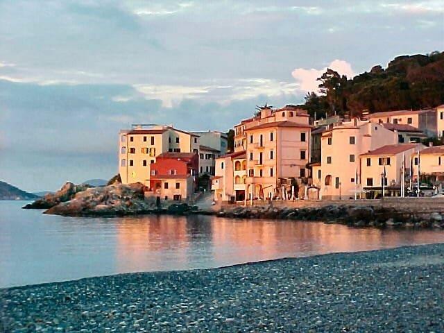 "Isola d'Elba Marciana Marina  monolocale ""Fenetre"" - Marciana Marina - Apartemen"