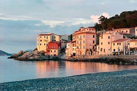 "Isola d'Elba Marciana Marina  monolocale ""Fenetre"" - Marciana Marina - Leilighet"