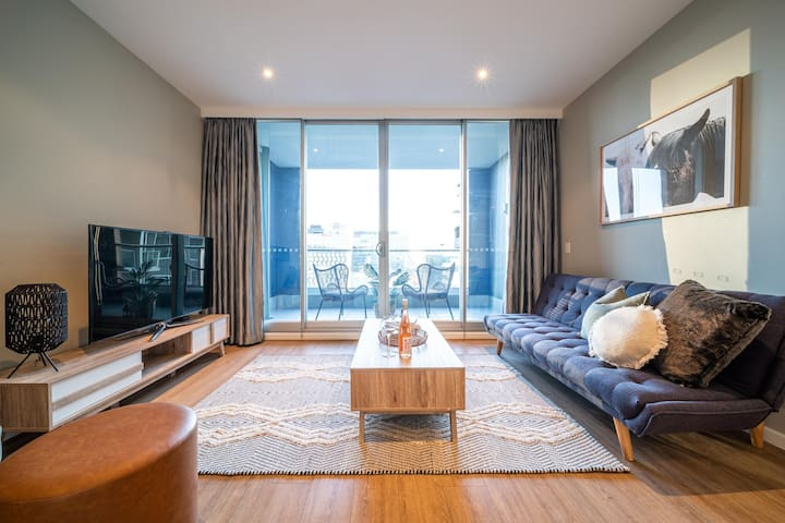 ★Above The Square★1BR Staycation✔CBD✔Wifi✔Parking