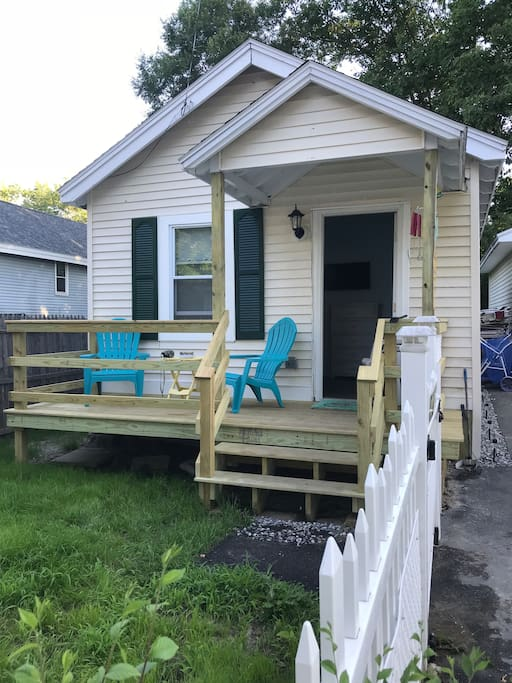 Cottage B  Brand new porches, queen size bed, sofa sleeper, full kitchen